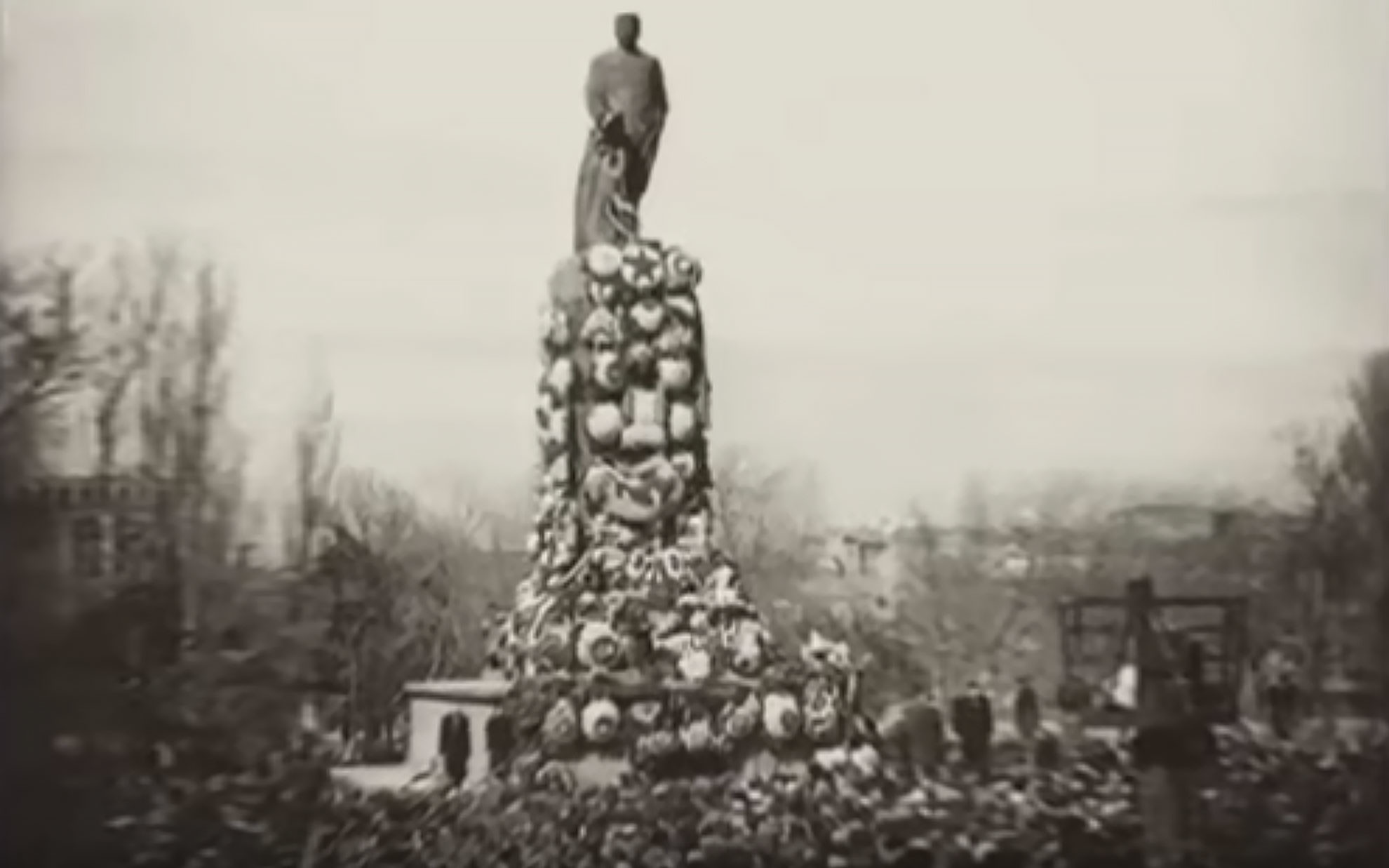 Памятник Сталину в Тбилиси, 1956 год. Фото: © кадр из видео YouTube/канал AtamanA