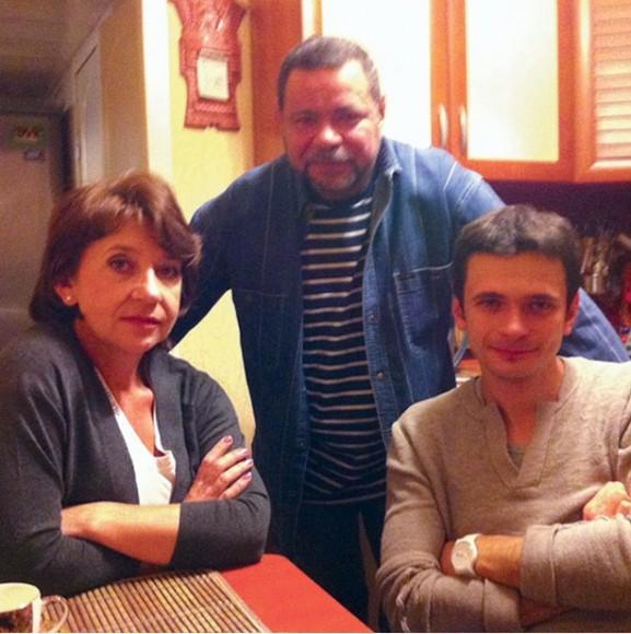 Илья Яшин с родителями. Фото: соцсети