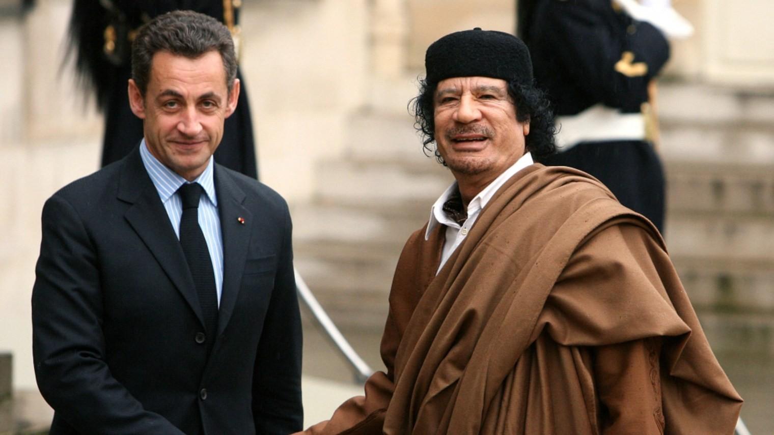 <p>Бывший президент Франции Николя Саркози и экс-глава правительства Ливии Муаммар Каддафи. Фото: &copy; REUTERS</p>