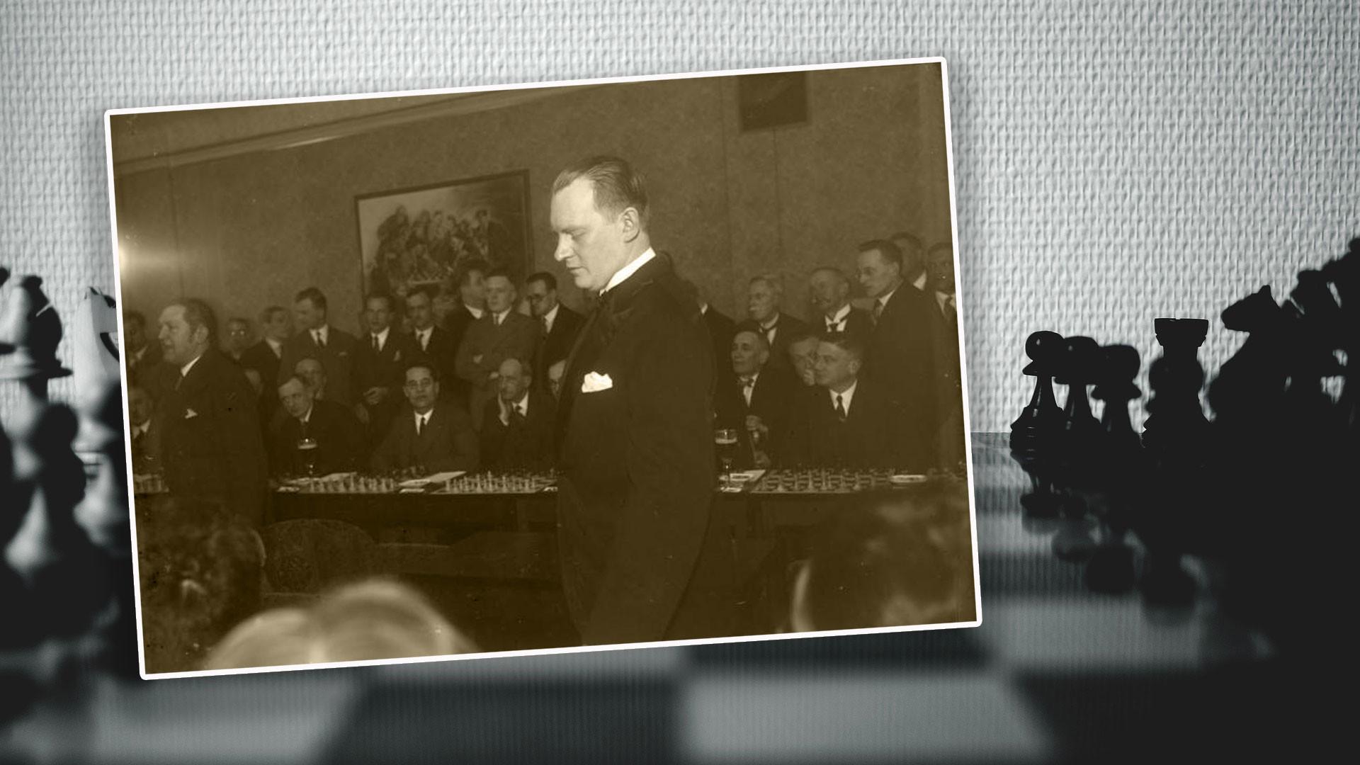 Алехин даёт сеанс одновременной игры в Берлине, 1930 год. Коллаж © L!FE. Фото: © wikipedia.org