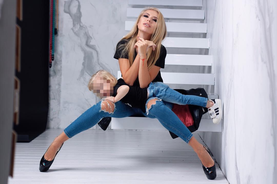 """Фото © Instagram/Christina Tuleeva / Вот и """"счастливая мамочка двоих детей"""""""