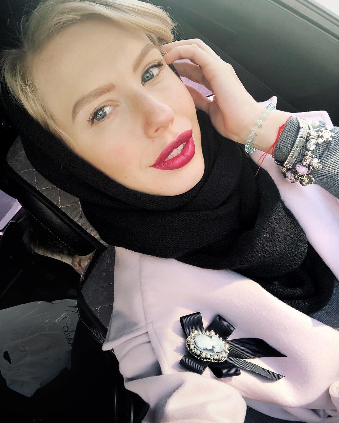 Фото © Instagram/Christina Tuleeva / Бизнесвумен Кристина занимается продажей рукодельных брошек