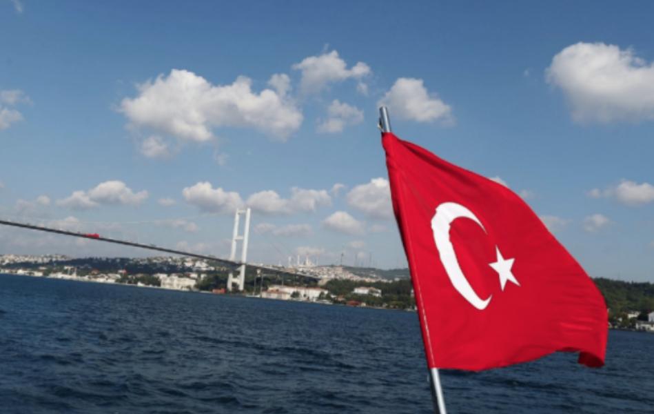 Флаг Турции. Фото: © REUTERS / Osman Orsal