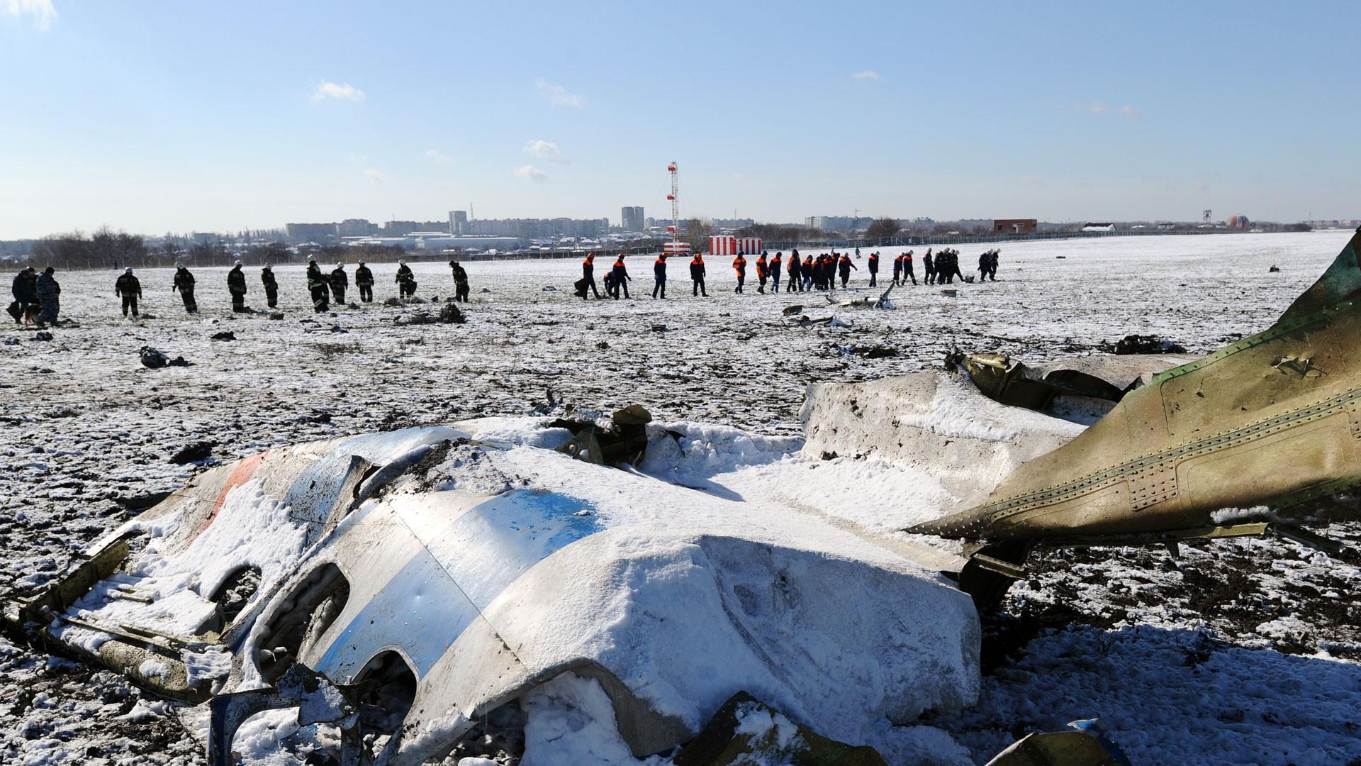 <p><span>На месте крушения пассажирского самолета Boeing-737-800, который разбился при посадке в аэропорту Ростова-на-Дону. Фото: &copy; РИА Новости/Сергей Пивоваров</span></p> <p></p>
