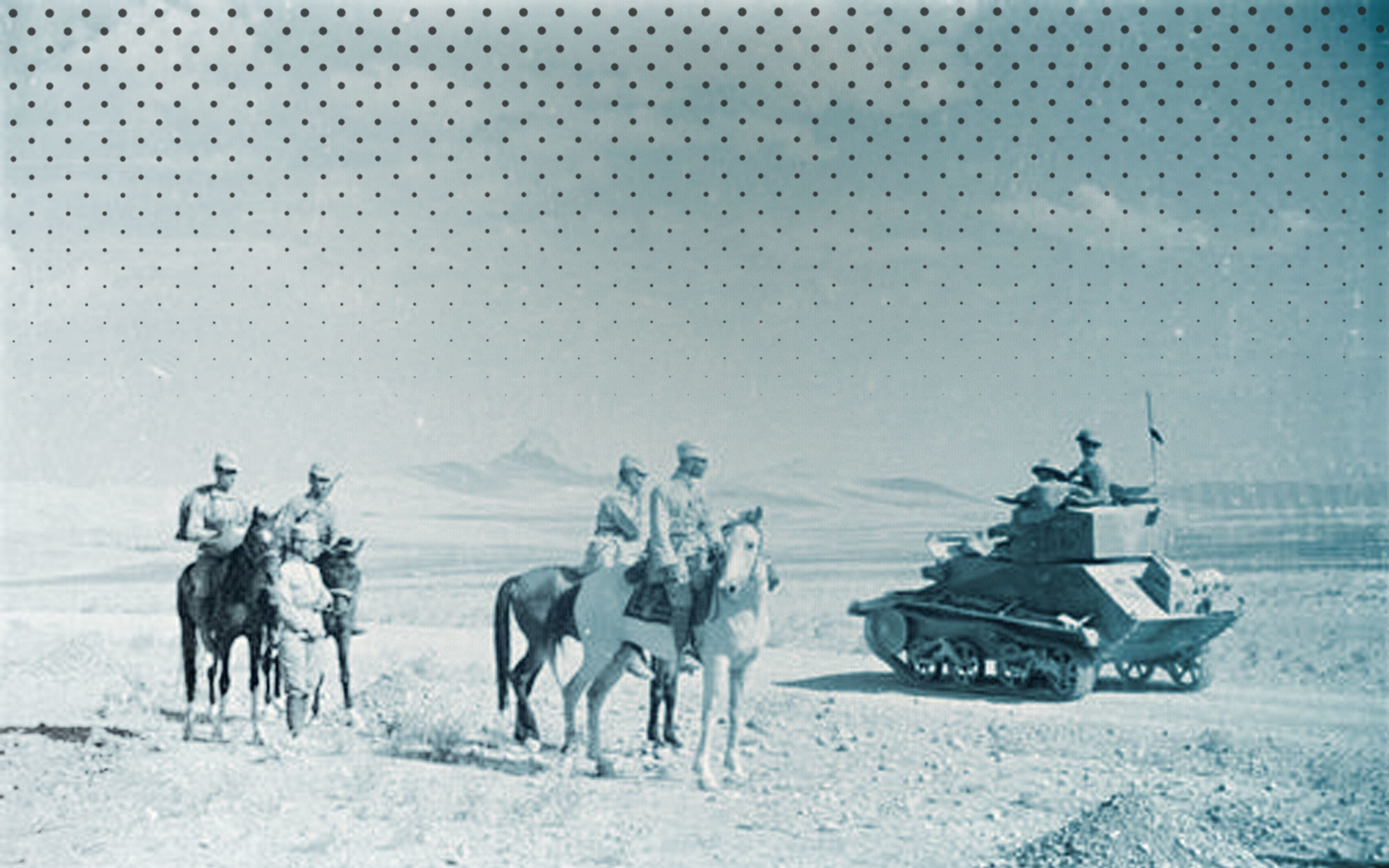 Части советской и британской армий, встретившиеся в пустыне Деште-Кевир в нескольких километрах от Казвина. Август 1941 года. Фото: © Wikipedia.org
