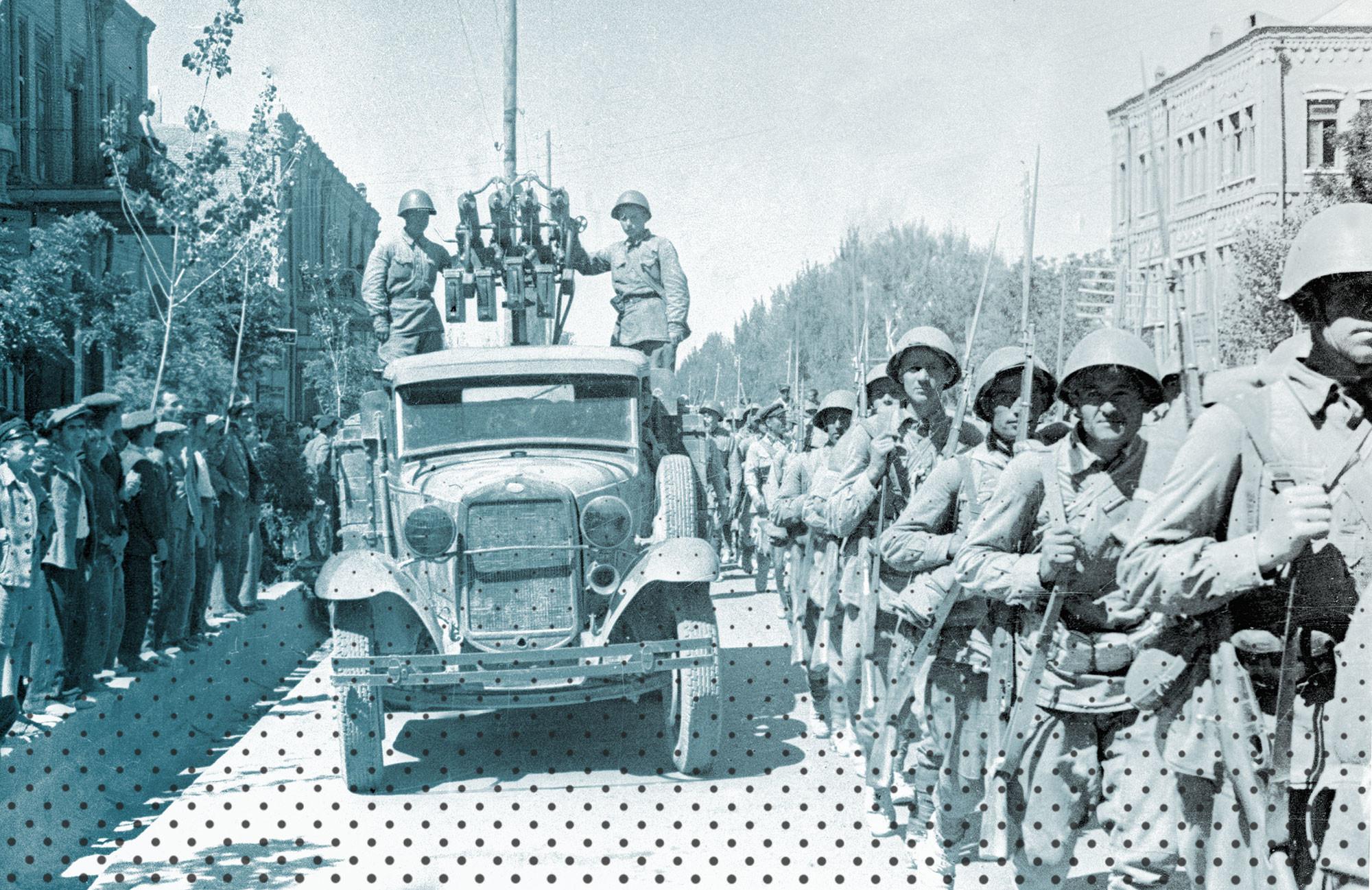 Советские войска вступают в город Тавриз, 26 августа 1941. Фото: © РИА Новости / Дмитрий Минскер