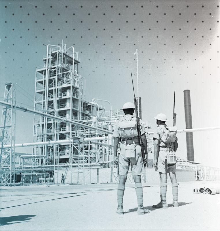 Индийские военнослужащие несут охрану абаданского нефтеперерабатывающего завода. 4 сентября 1941 года. Фото: © Wikipedia.org