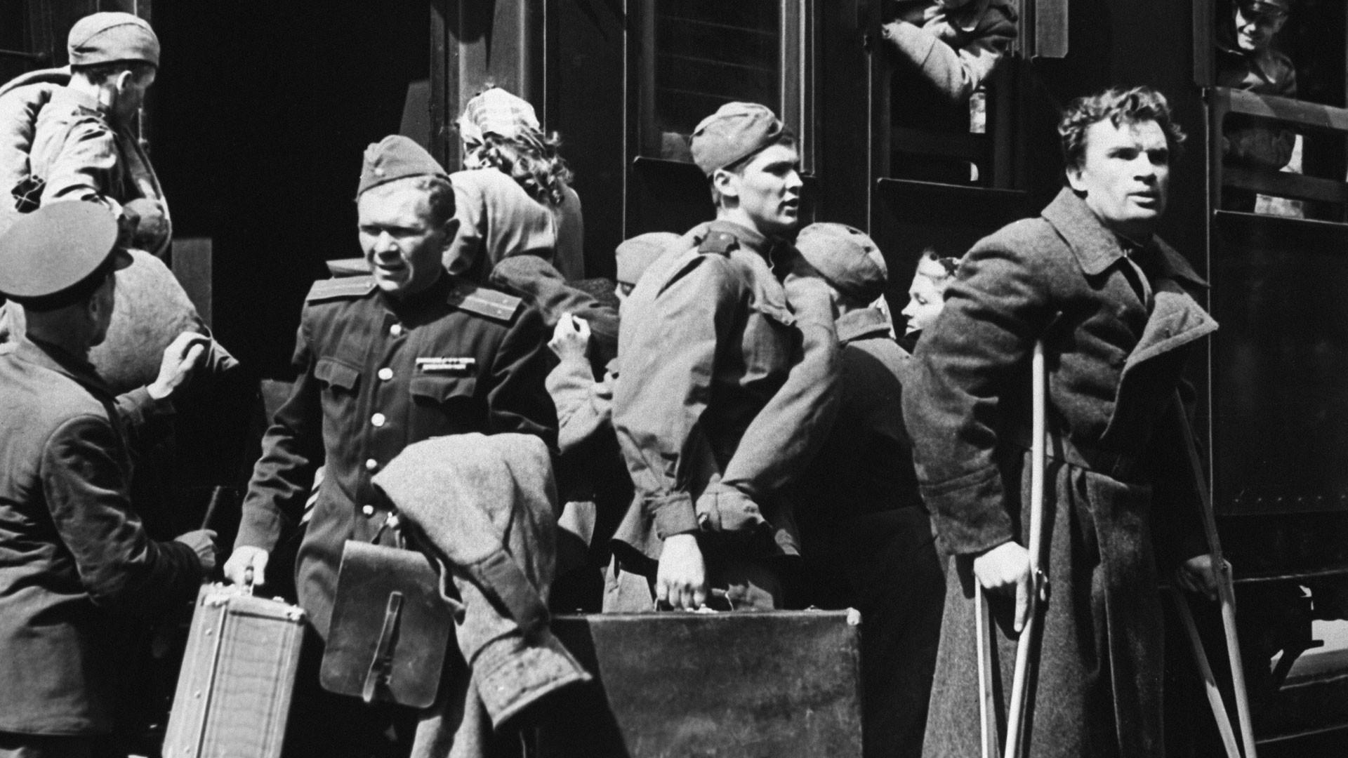 """Кадр из фильма """"Баллада о солдате"""". Фото: © РИА Новости/Стоволосов"""