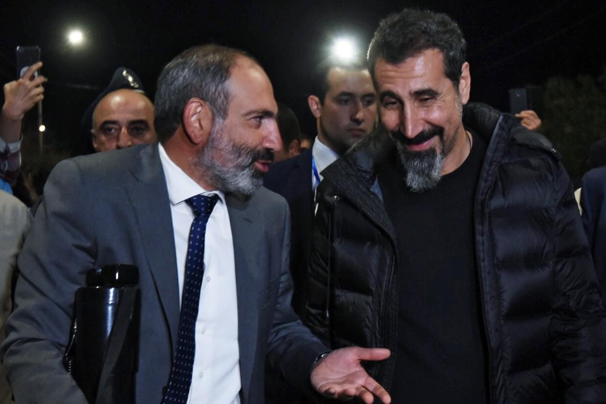 <p><span>Премьер-министр Армении Никол Пашинян и Серж Танкян в Ереване.&nbsp;Фото &copy; РИА Новости/Арам Нерсесян</span></p>
