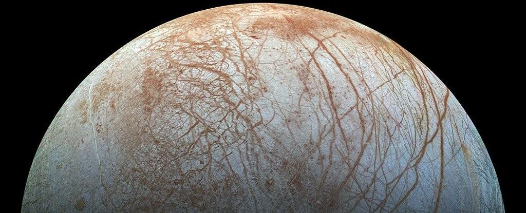 "<p>Фото:&nbsp;&copy;&nbsp;<a href=""https://en.wikipedia.org/wiki/File:PIA19048_realistic_color_Europa_mosaic.jpg"" target=""_blank"">NASA/Jet Propulsion Lab-Caltech/SETI Institute</a></p>"