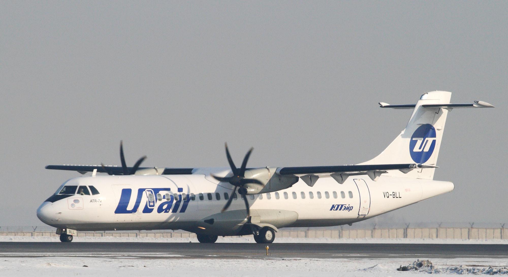 Самолёт ATR-72 компании UTair перед взлётом в аэропорту. Фото: © РИА Новости
