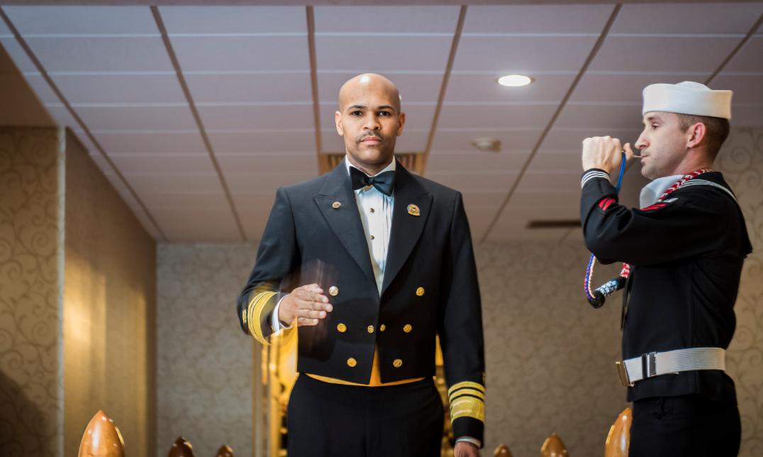 """<p>Джером Адамс в форме вице-адмирала США, положенной ему по должности. Фото: &copy; flickr.com/<a href=""""https://www.flickr.com/photos/belvoirhospital/25332668048/"""">belvoirhospital</a></p>"""