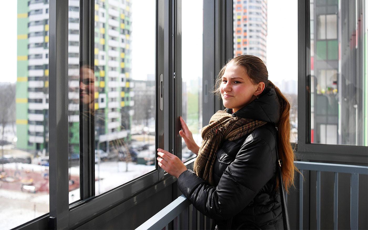 Лоджия в многоэтажном жилом доме в Москве. Фото: © РИА Новости/Евгений Биятов