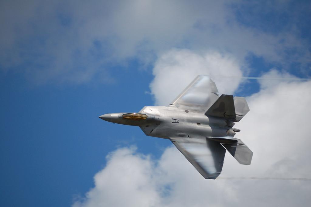 "<p><span>Американский истребитель F-22. Фото &copy;&nbsp;</span><a href=""https://www.flickr.com/photos/thegeekguy/4746835020/"" target=""_blank"">Flickr/David Newberger</a></p>"