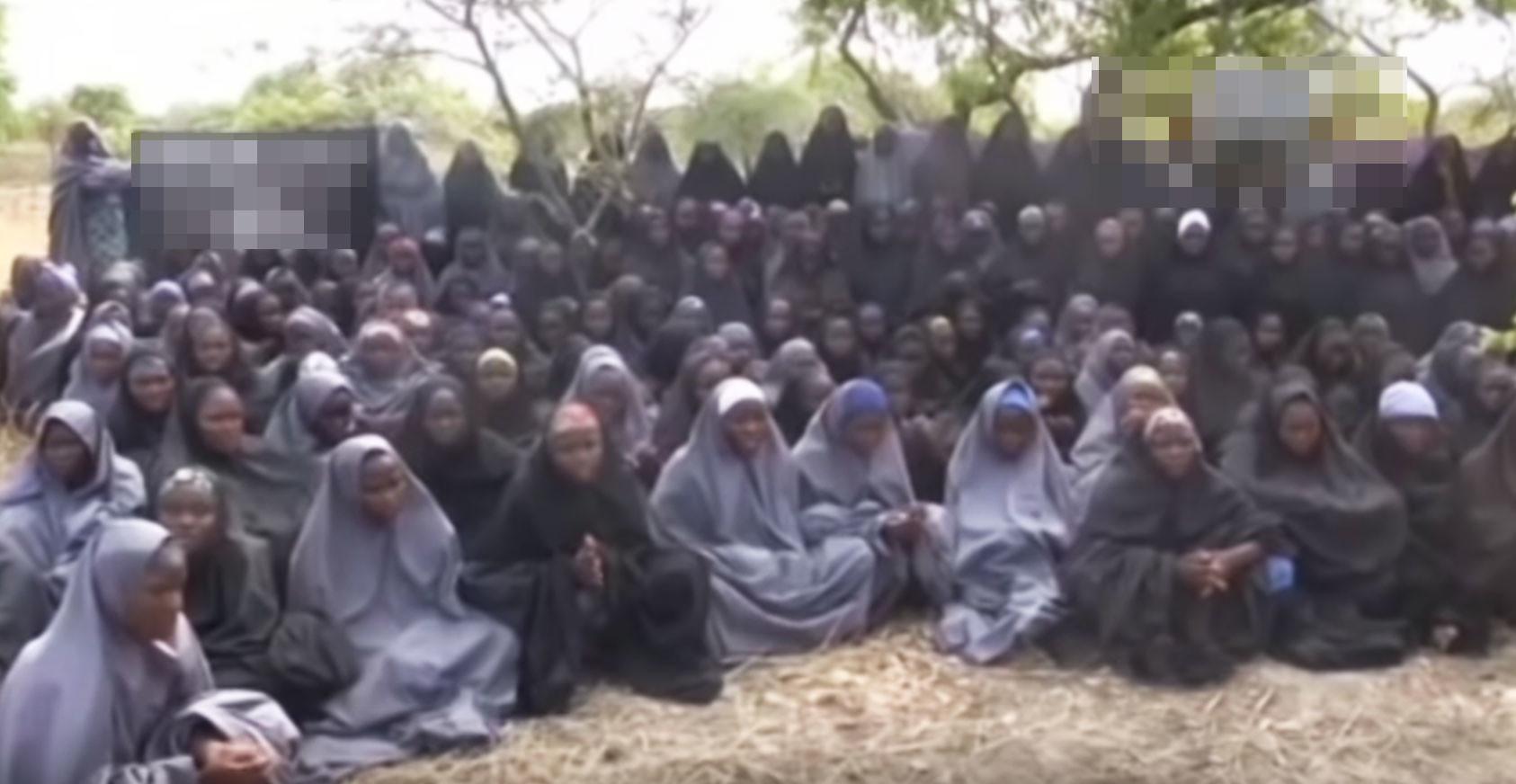 Похищенные школьницы. Фото: © кадр из видео YouTube/канал TV2Africa
