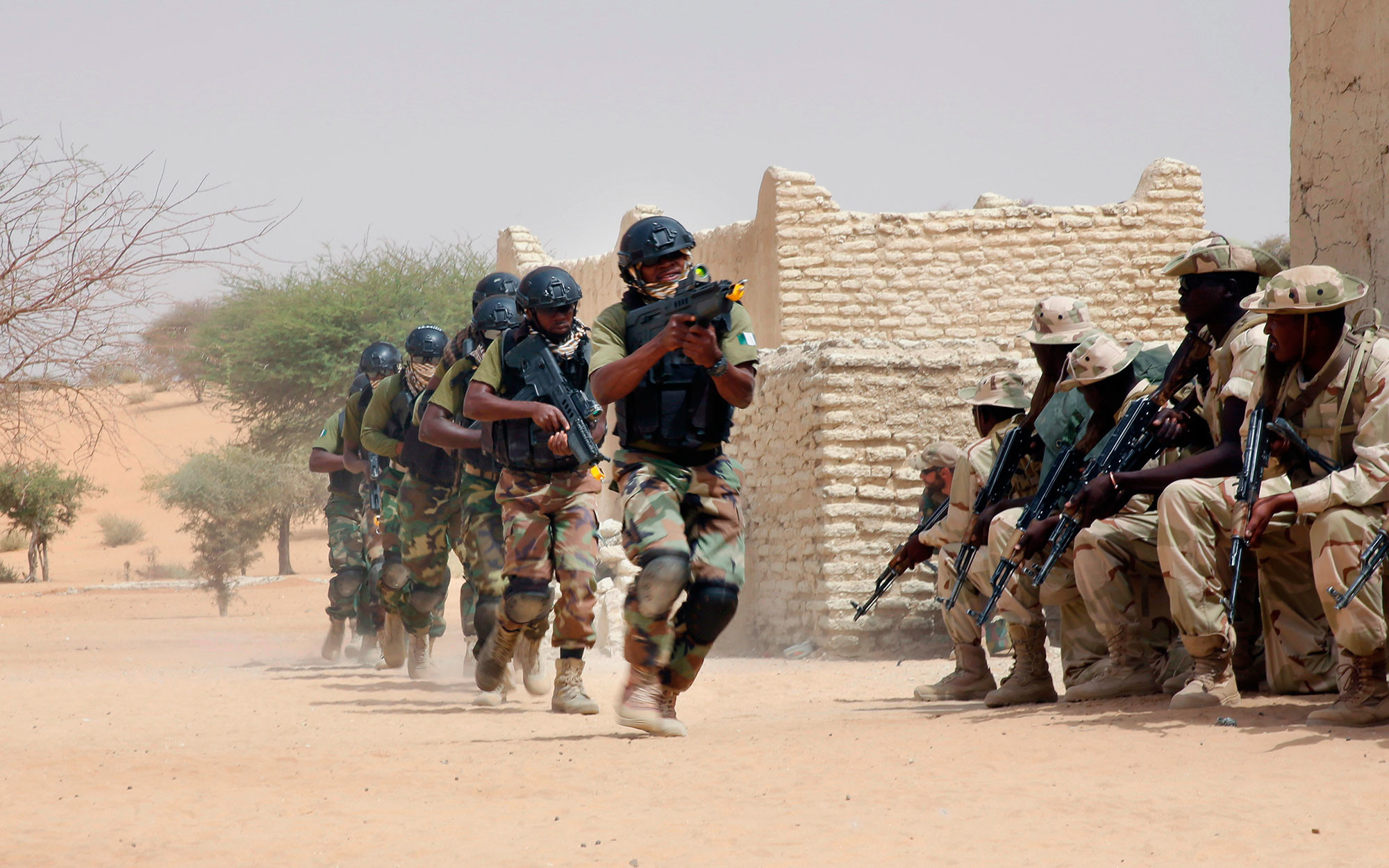 "7 марта 2015-го нигерийский спецназ и чадские войска участвуют с советниками США в учениях ""Флинтлок"" в Мао, Чад. Фото: © AP Photo/Jerome Delay"