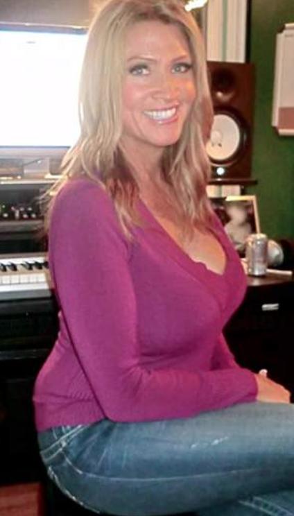 Так выглядела Аллегра Коул после первого увеличения груди. Фото: Daily Mail