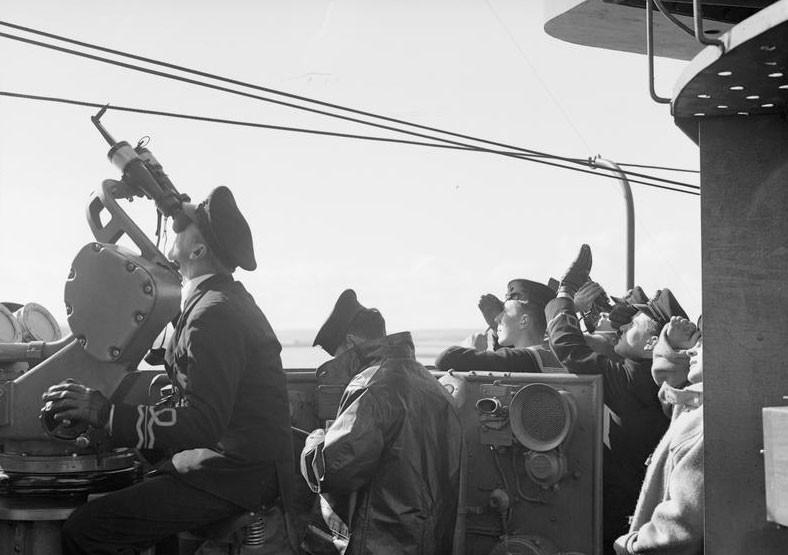 """На борту эсминца """"Принц Уэльский"""". Фото © IWM"""