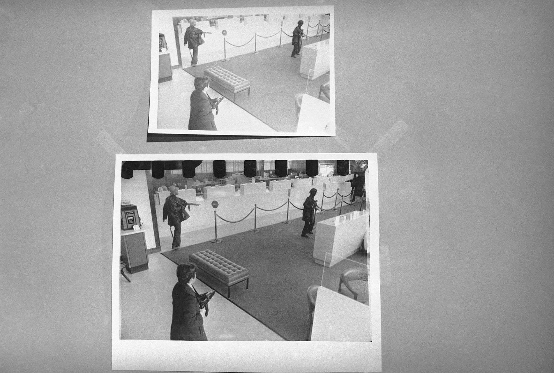 "Патрисия Херст во время ограбления банка ""Хиберния"" в Сан-Франциско, 1974 год. Фото: © AP Photo / Sal Veder"