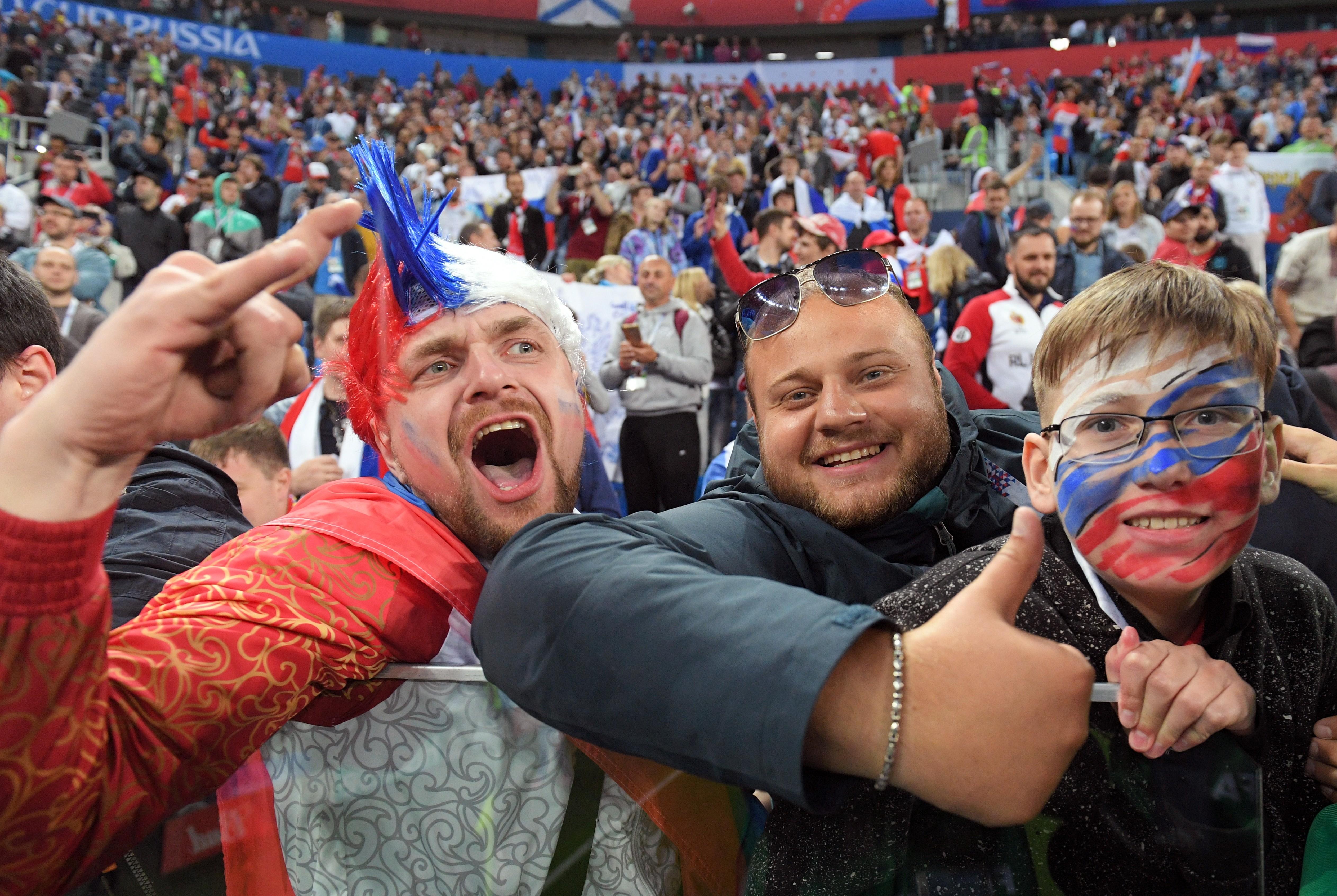 ужина погуляли фанаты россии футбол картинки вернуться