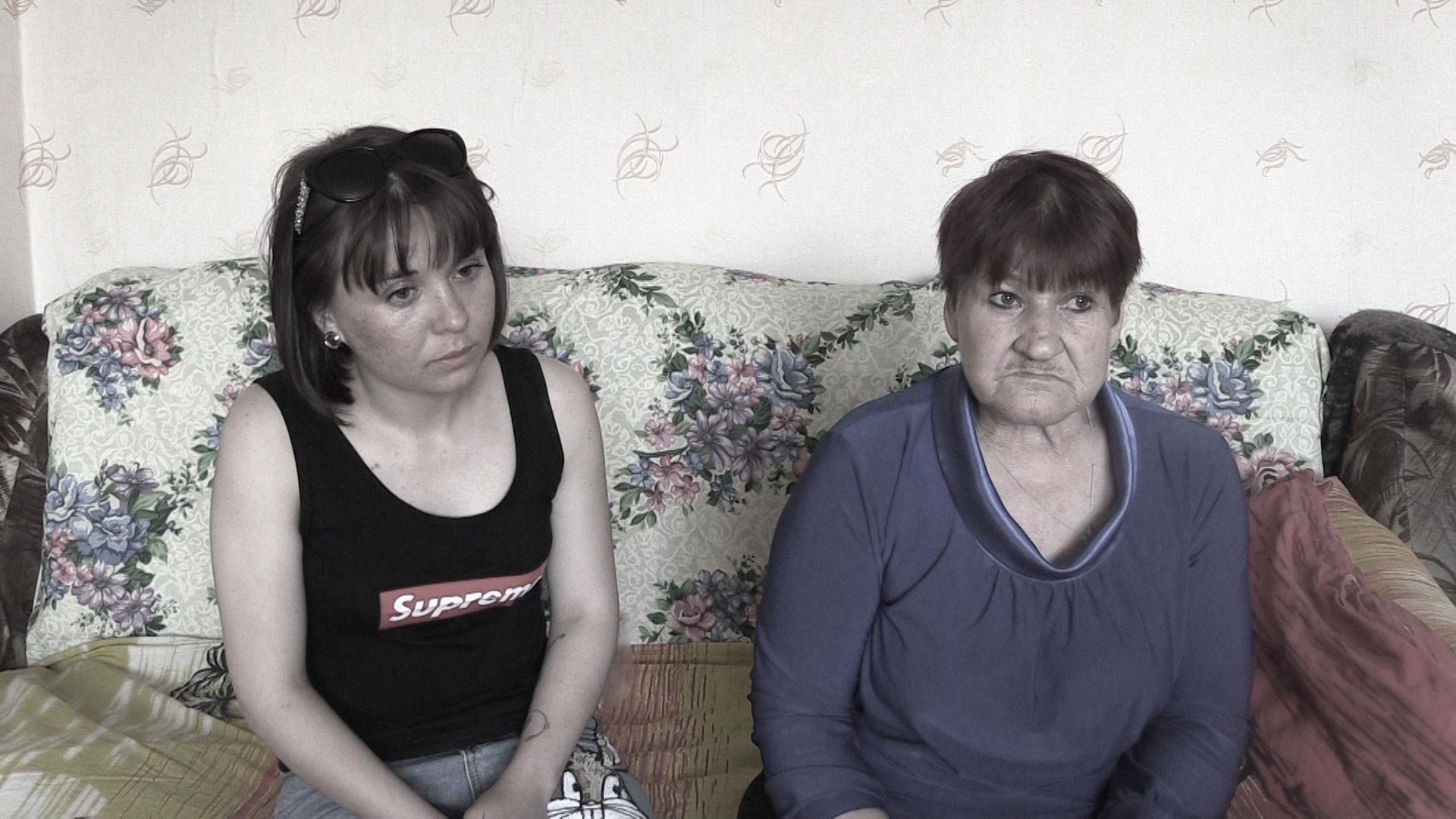 Вдова и мать Александра Верхотурова. Фото © L!FE