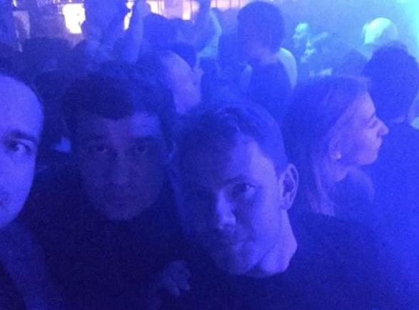 Александр Телепнев (в центре) и DJ Smash в ночь избиения. Фото: © Facebook