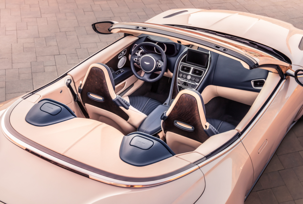На фото пример автомобиля Аston Martin DB11 Volante