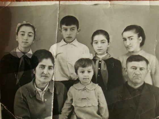 Станислав Черчесов (второй слева в верхнем ряду) и его семья. Фото: © sport.rambler.ru Из личного архива Станислава Черчесова