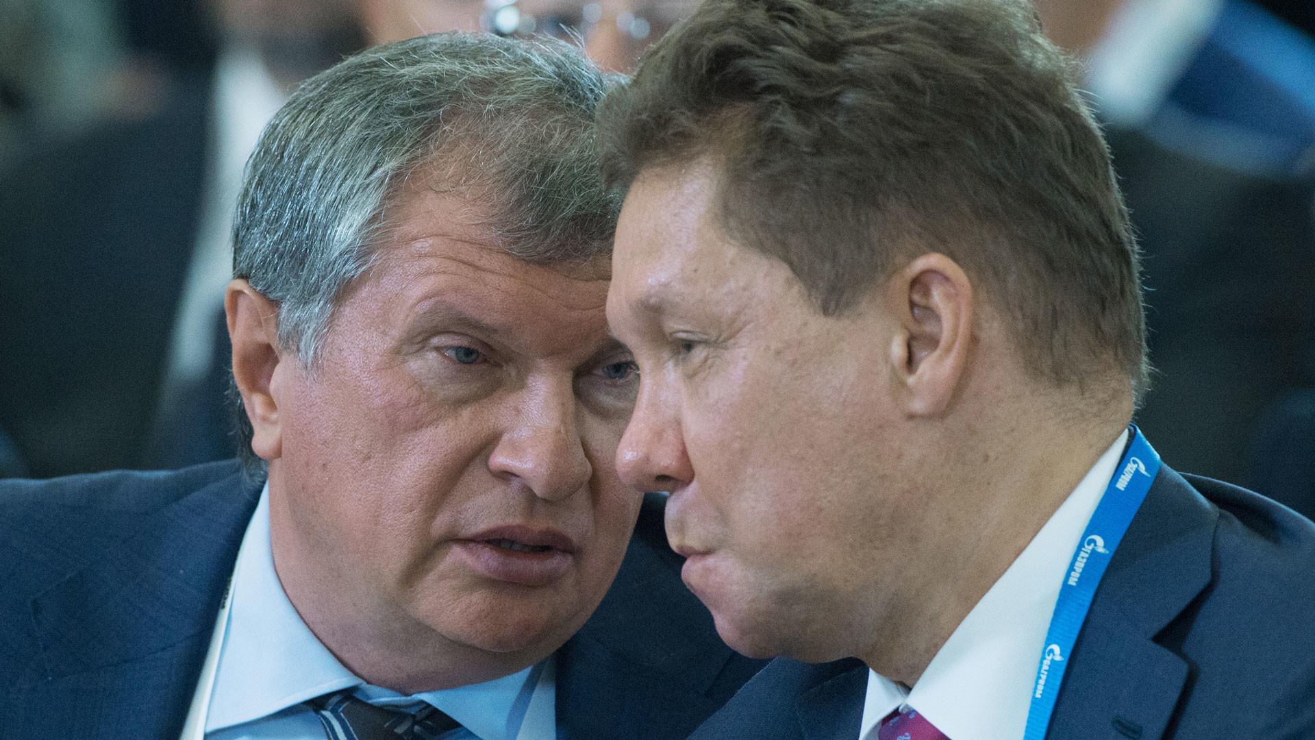 Игорь Сечин (слева) и Алексей Миллер. Фото: © РИА Новости/Сергей Гунеев