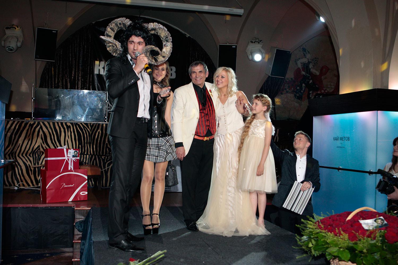 Бари Алибасов с Викторией Максимовой (в центре). Фото © L!FE/Александр Мельников