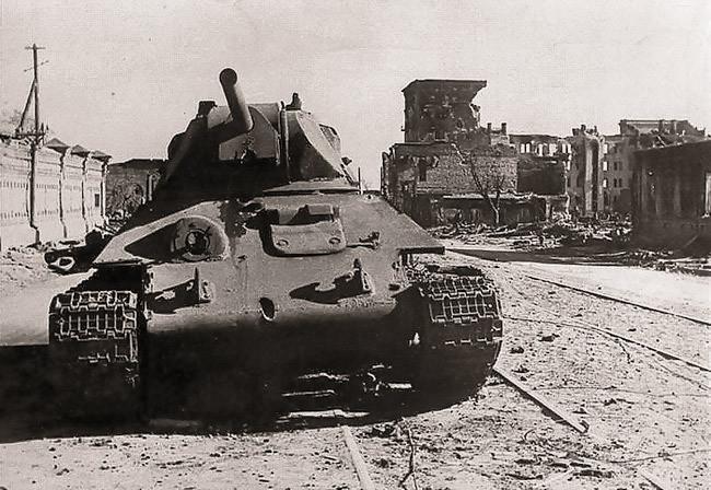 Подбитый советский танк Т-34 в Сталинграде. Фото: © warspot.ru