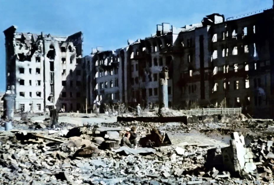 Цветное немецкое фото на улице Краснознаменской, Сталинград, осень 1942 года. Фото: © warspot.ru