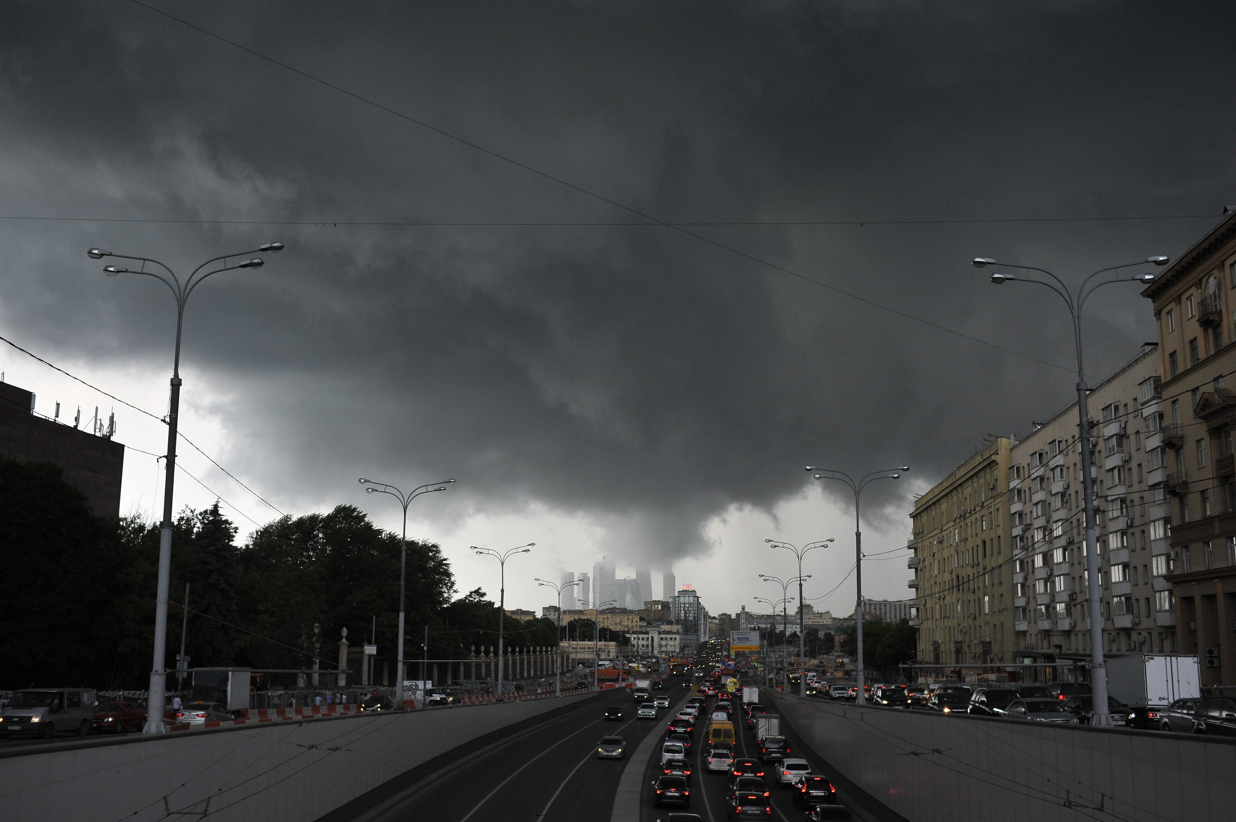 когда фото вчерашнего дождя в москве крайне проста