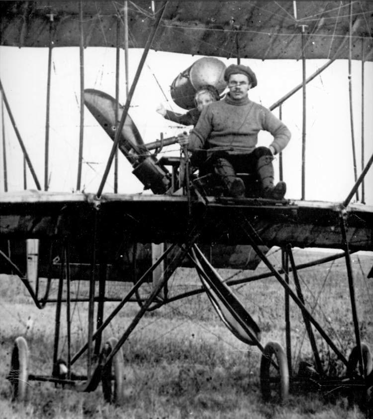 Степан Гризодубов с дочерью Валентиной. Фото © Airwar