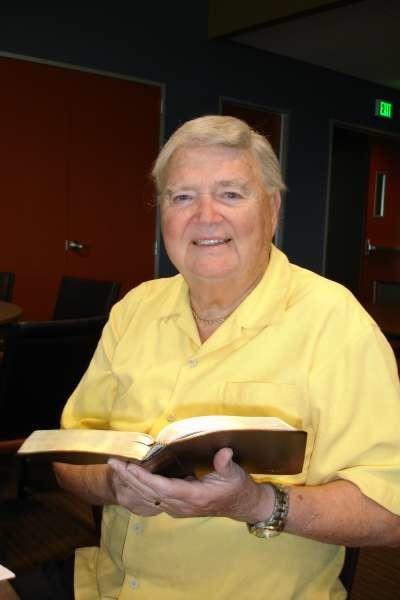 Доктор Кентон Бешор умер ещё в 2016 году, а до этого был президентом Всемирного библейского общества