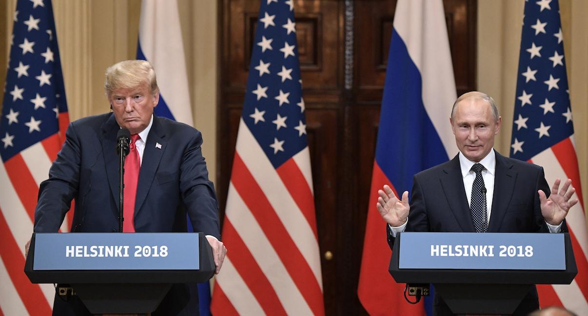 <p>Президент РФ Владимир Путин и президент США Дональд Трамп (слева) на совместной пресс-конференции по итогам встречи в Хельсинки (июль 2018).&nbsp;</p> <p><span>Фото: &copy; РИА Новости/Алексей Никольский</span></p>