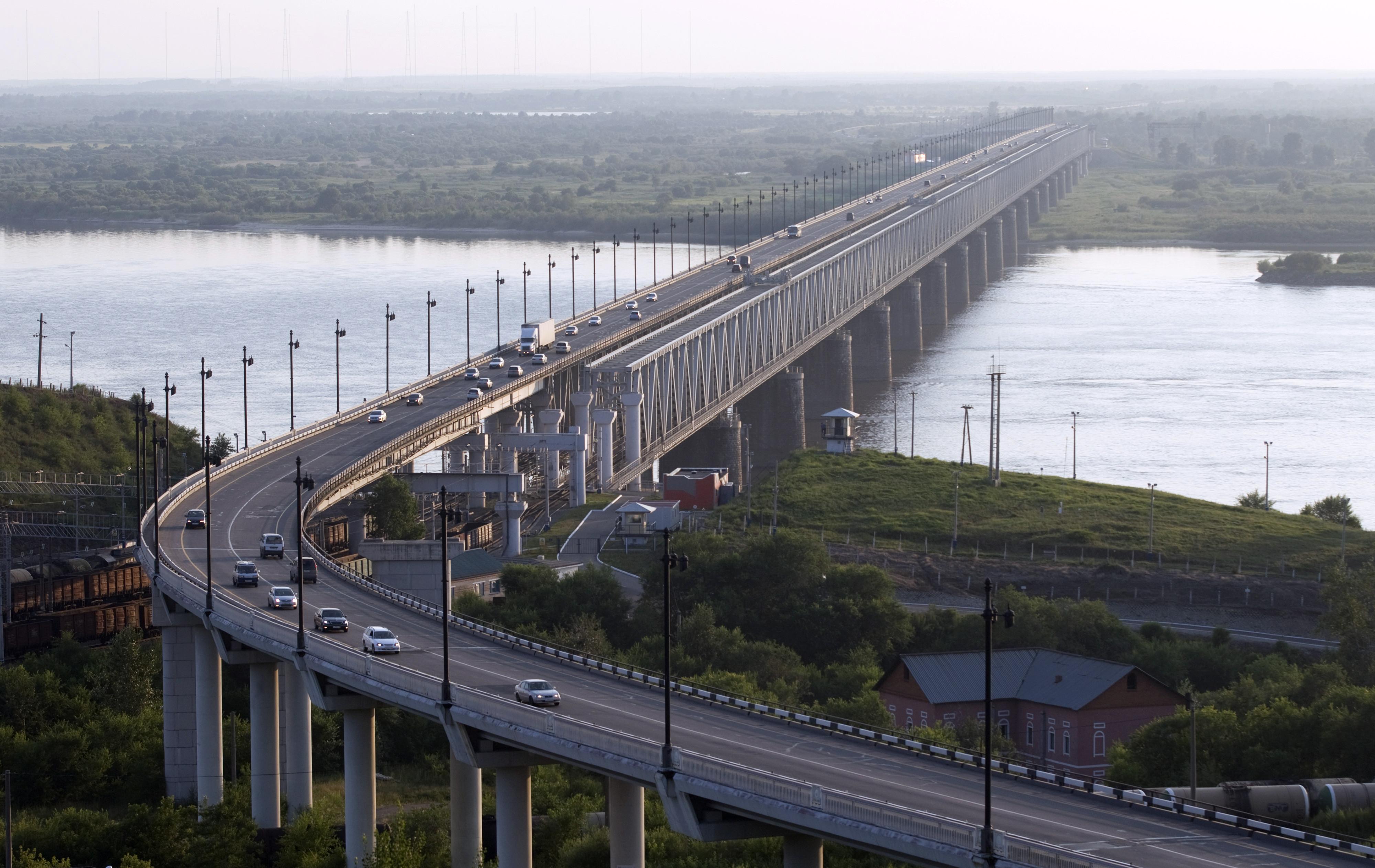 Картинки по запросу порошенко мост хабаровский