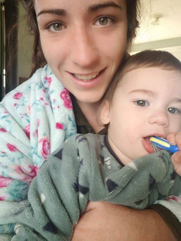 Джессика Уайт с сыном. Фото: The Sun
