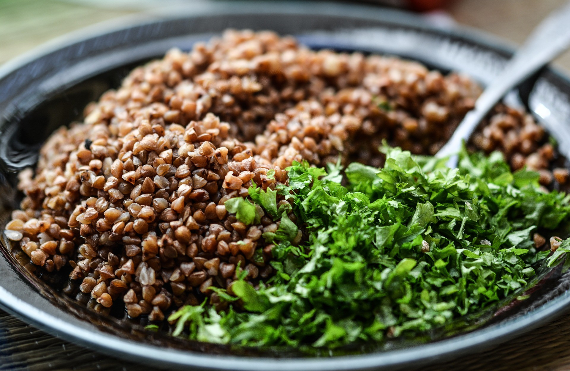"<p>Фото &copy; Pixabay/<a href=""https://pixabay.com/en/groats-meal-herbs-food-vegetarian-1459940/"">monicore</a></p>"