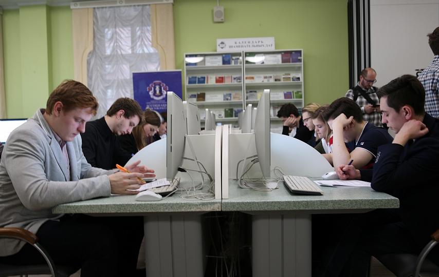 "<p><span>Фото&nbsp;</span><a href=""http://alrf.ru/news/ochnyy-etap-vtorogo-vserossiyskogo-pravovogo-yuridicheskogo-diktanta/"">с официального сайта</a><span>&nbsp;мероприятия&nbsp;</span></p>"