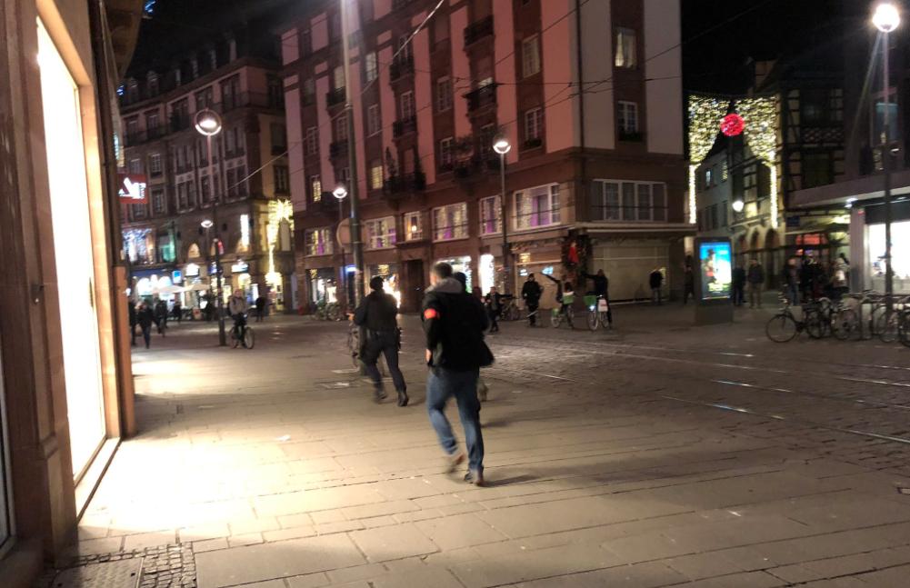 "<p>Улицы Страсбурга во время нападения 11 декабря.&nbsp;Фото: &copy; Twitter/<a href=""https://twitter.com/mongui"" data-user-id=""11129702"">iMongui Kowalski</a></p> <div> <div> <div></div> </div> </div>"