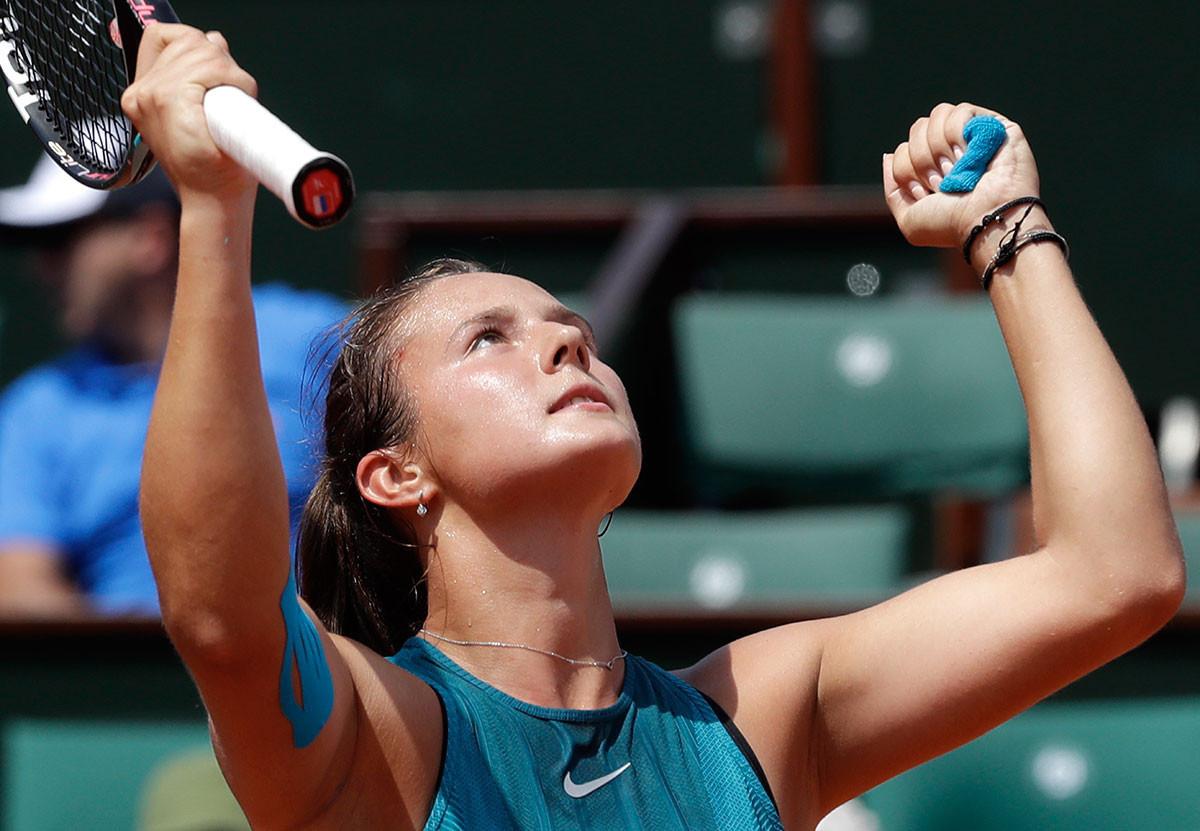Теннисистка Дарья Касаткина дважды в этом сезоне дошла до четвертьфинала турниров Большого шлема (Уимблдон, Roland Garros), сыграла в пяти финалах, завоевала Кубок Кремля и заняла 10-е место в рейтинге WTA. Просто браво, Даша! Фото: © AP Photo/Alessandra Tarantino