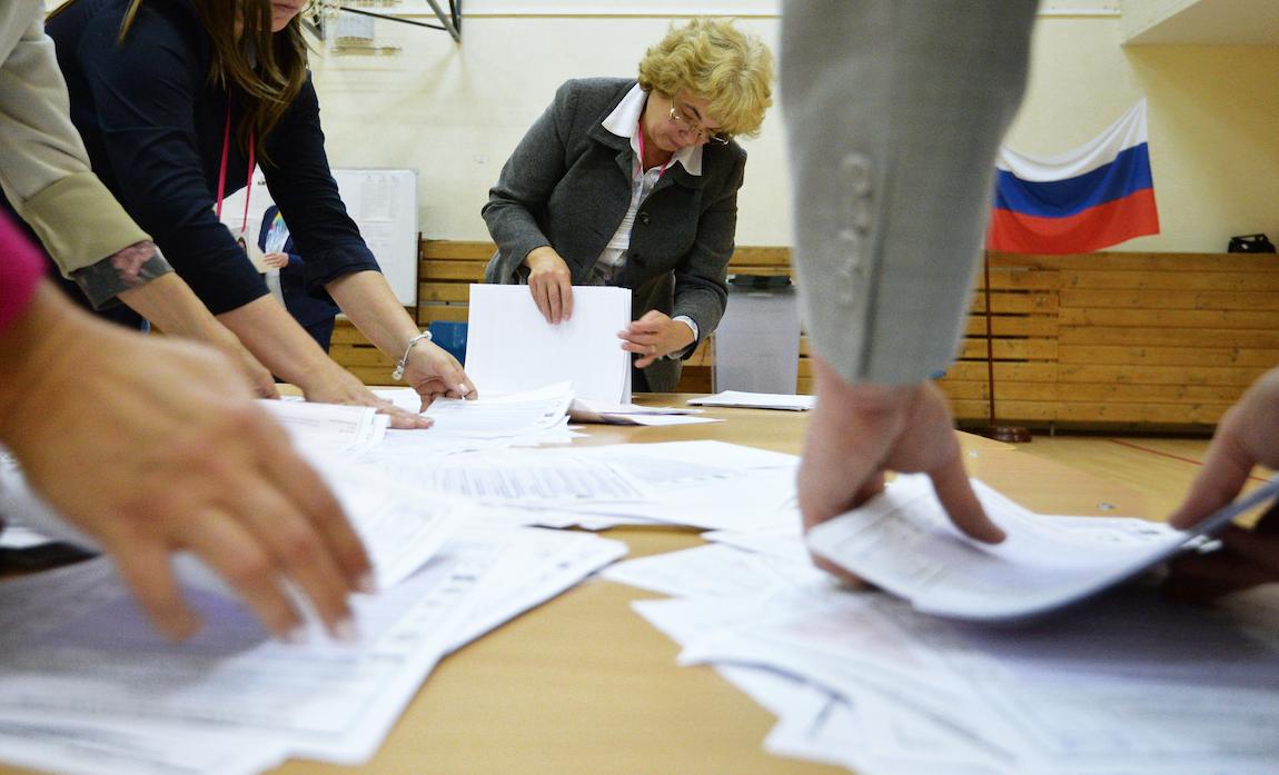 <p>Члены избирательной комиссии во время подсчета голосов.&nbsp;</p> <p><span>Фото: &copy; РИА Новости/Павел Лисицын</span></p>