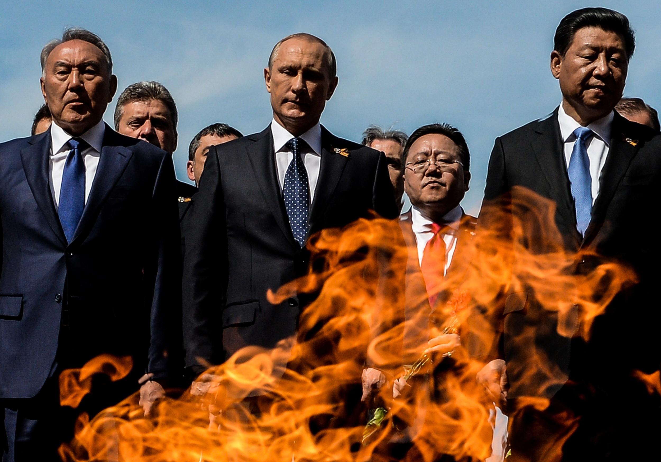 <p><span>Нурсултан Назарбаев,&nbsp;Владимир Путин,&nbsp;Си Цзиньпин (слева направо).&nbsp;</span>Фото: &copy; РИА Новости/Алексей Филиппов</p>