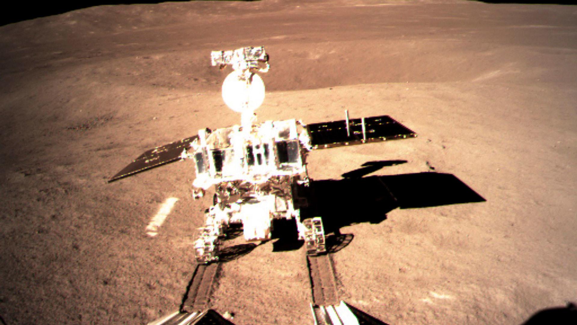 Китайский лунный марсоход Yutu-2. Фото: © China National Space Administration/Xinhua News Agency via AP