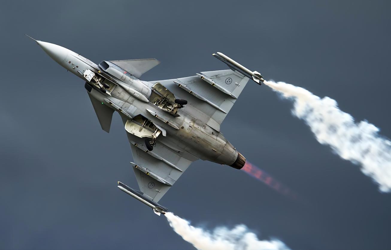 "<p>Фото: &copy; AirTeamImages/ <a href=""http://www.airliners.net/photo/Sweden---Air/Saab-JAS-39C-Gripen/2279593/L"">Олег Беляков</a></p>"