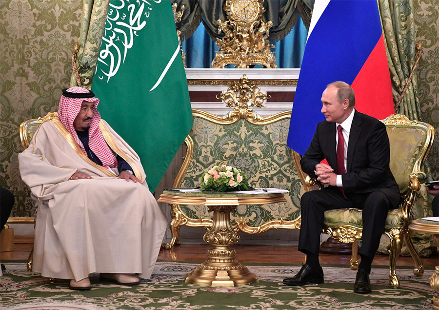 <p><span>Президент РФ Владимир Путин и король Саудовской Аравии Сальман Бен Абдель Азиз Аль Сауд (слева) во время встречи.&nbsp;</span>Фото: &copy; РИА Новости/Алексей Никольский</p>