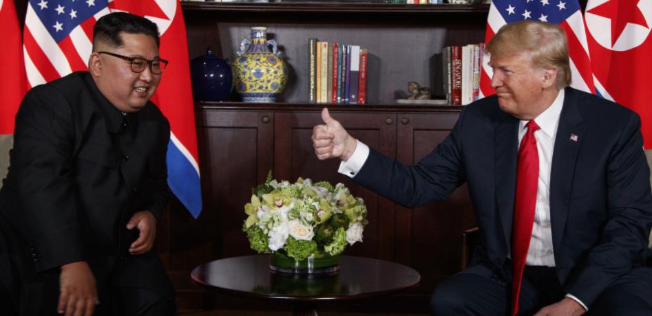 <p>Лидер КНДР Ким Чен Ын и президент США Дональд Трамп. Фото: © AP Photo/Evan Vucci</p>