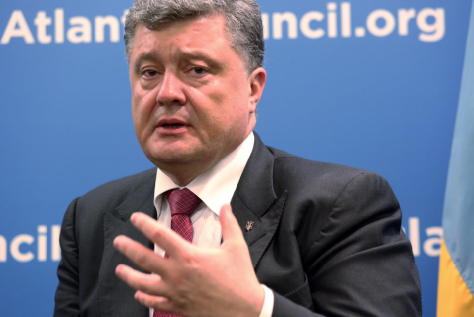 "<p>Пётр Порошенко. Фото: © Flickr/<a href=""https://www.flickr.com/photos/atlanticcouncil/15288922445/in/photolist-pi2HZ8-oZZp4v-p1xrb3-oZYnZF-pfZCdA-p1wH8h-p1wsy6-pi2JjX-phZDRj-phcwFi-pi2JqZ-oZYEc1-phZDGb-phKxe8-87ymuH-Sgh3ko-kZLj6F-nU2XpC-Sgh3pb-oN68Wr-Sg6VgU-T225J7-TsgHwy-qGY9dX-VC3sHD-TsgHG3-T96BMN-QhaVpv-ofjsYs-W7CPGV-VkTkPT-phrkdS-T21UPC-qzryDA-qSQMbj-oZB4Qr-Sgh3aJ-Rk8A2t-QemECU-Rk8zDz-Rk8Ada-oGAmyD-oGzVnQ-p4GRbi-pzB26R-oVLwYc-oDxv2C-pnXrxD-VZ5gfa-okrLx3"" target=""_self"">Atlantic Council</a></p>"
