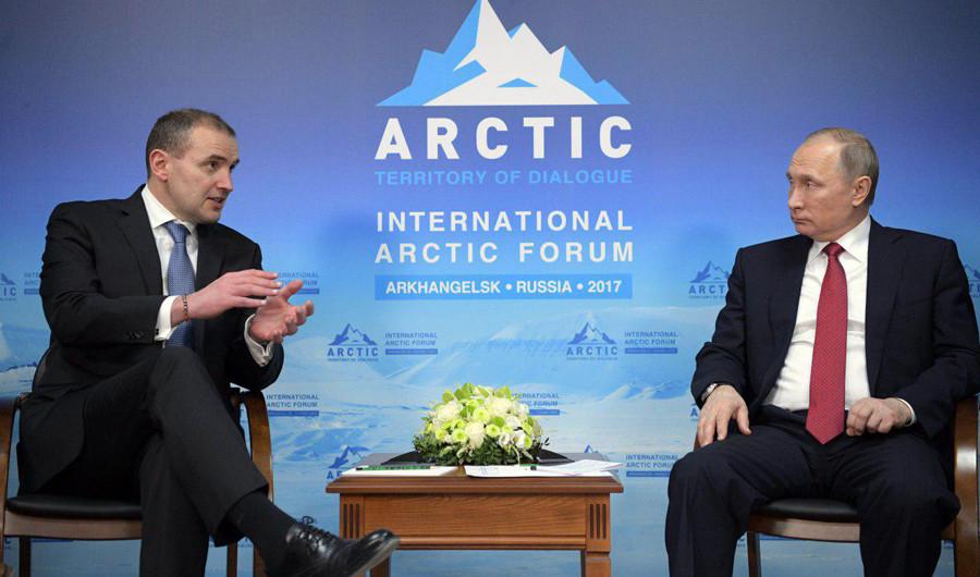 <p>Гвюдни Йоуханнессон и Владимир Путин. Фото: © РИА Новости/Алексей Дружинин</p>